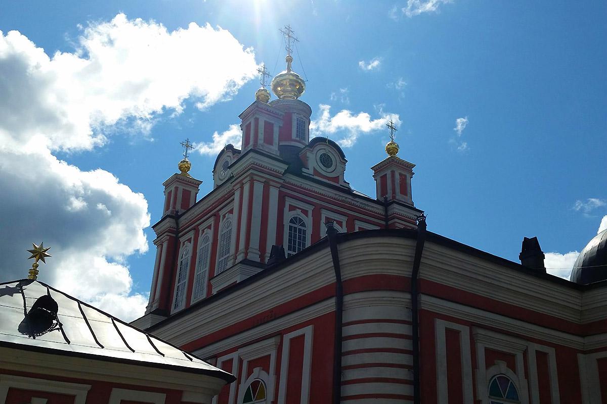 Korsun-Christi-Geburts-Kirche: Die Korsuner Ikone soll beweisen, dass hier einst Alexander Newskij heiratete.\n