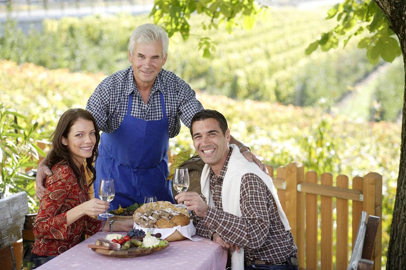 Slovenci zmorejo sprejeti gosta in ga pogostiti tako, da bo ostal zadovoljen.