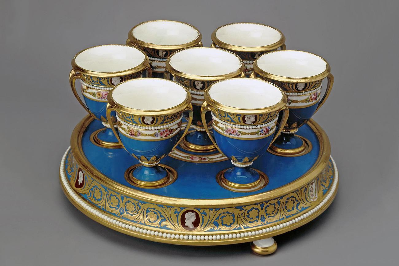 Taças para sorvete com camafeus (Foto: Hermitage)
