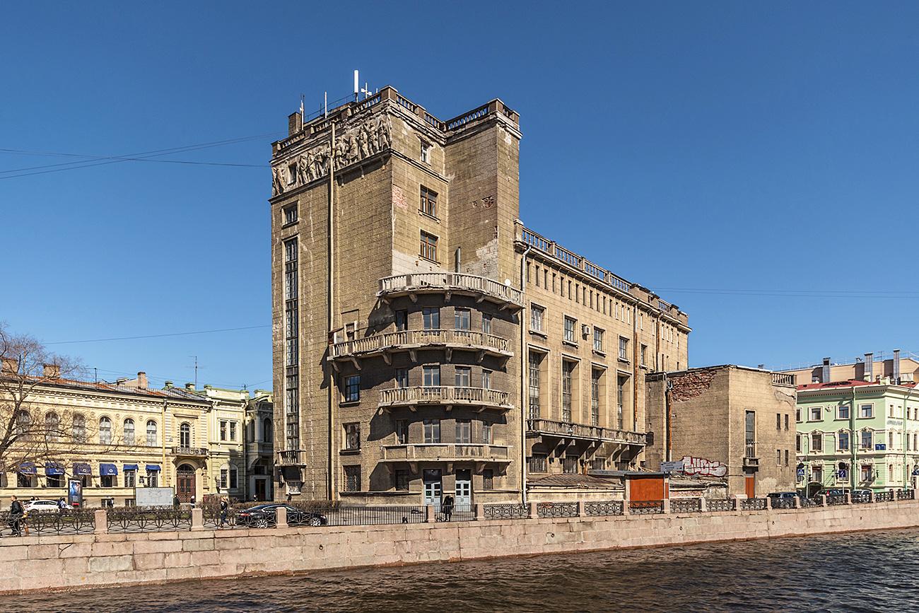 Die deutsche Reformierte Kirche an der Moika wurde die in den 1930er Jahren zum Kulturpalast der Fernmeldemitarbeiter umgebaut. / Alex Florstein Fedorov/Wikimedia Commons