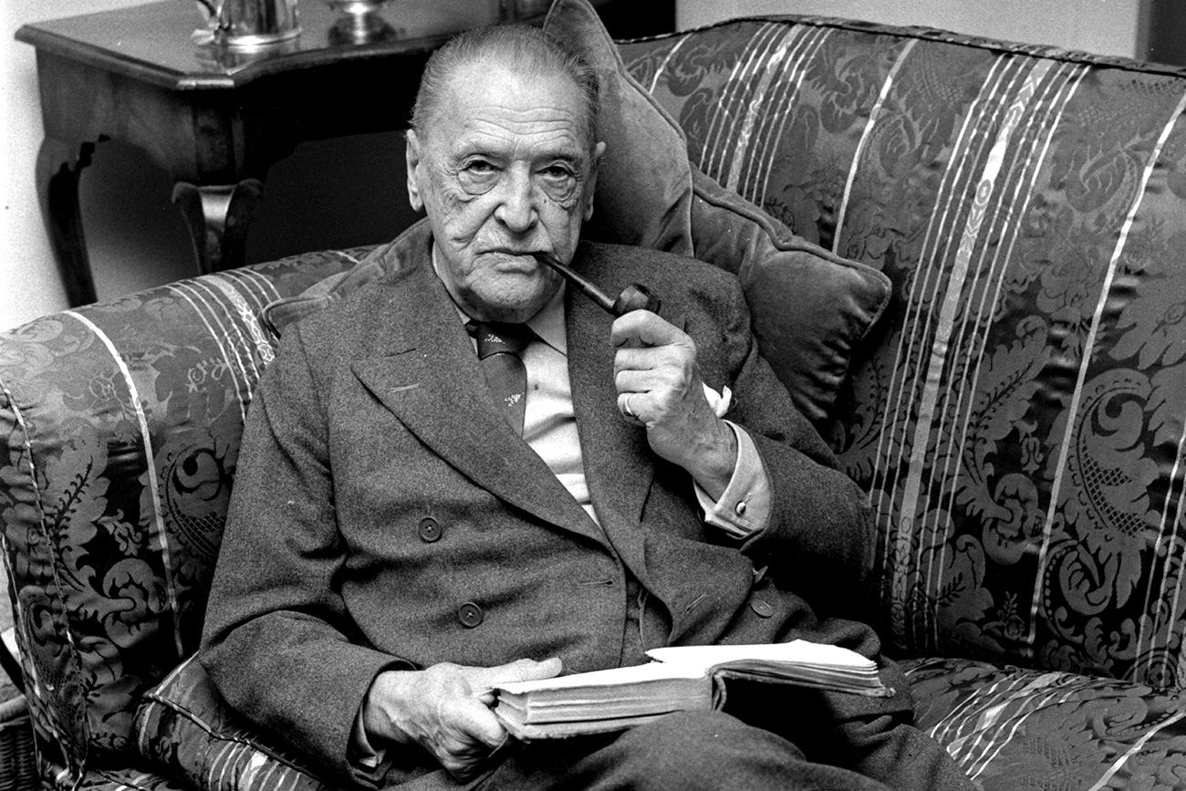 Somerset Maugham (1874 - 1965).