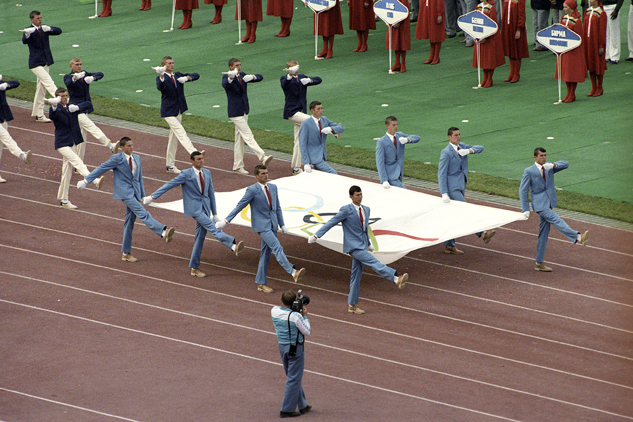 Carrying out the Olympic flag at the opening ceremony of the XXII Olympic Summer Games. Central Lenin stadium, July 19, 1980.