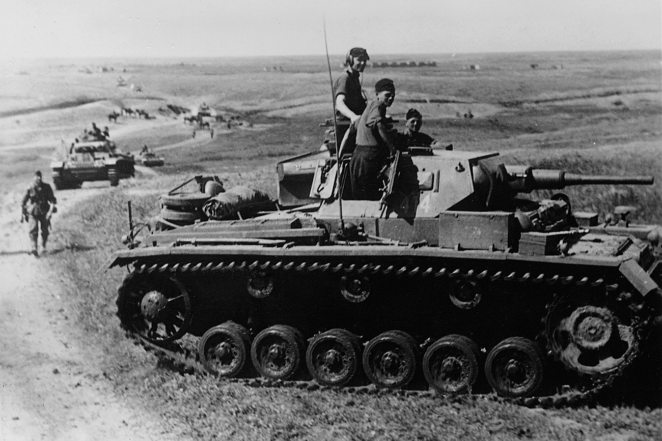 German soldiers and tank III during the battle for Rostov.