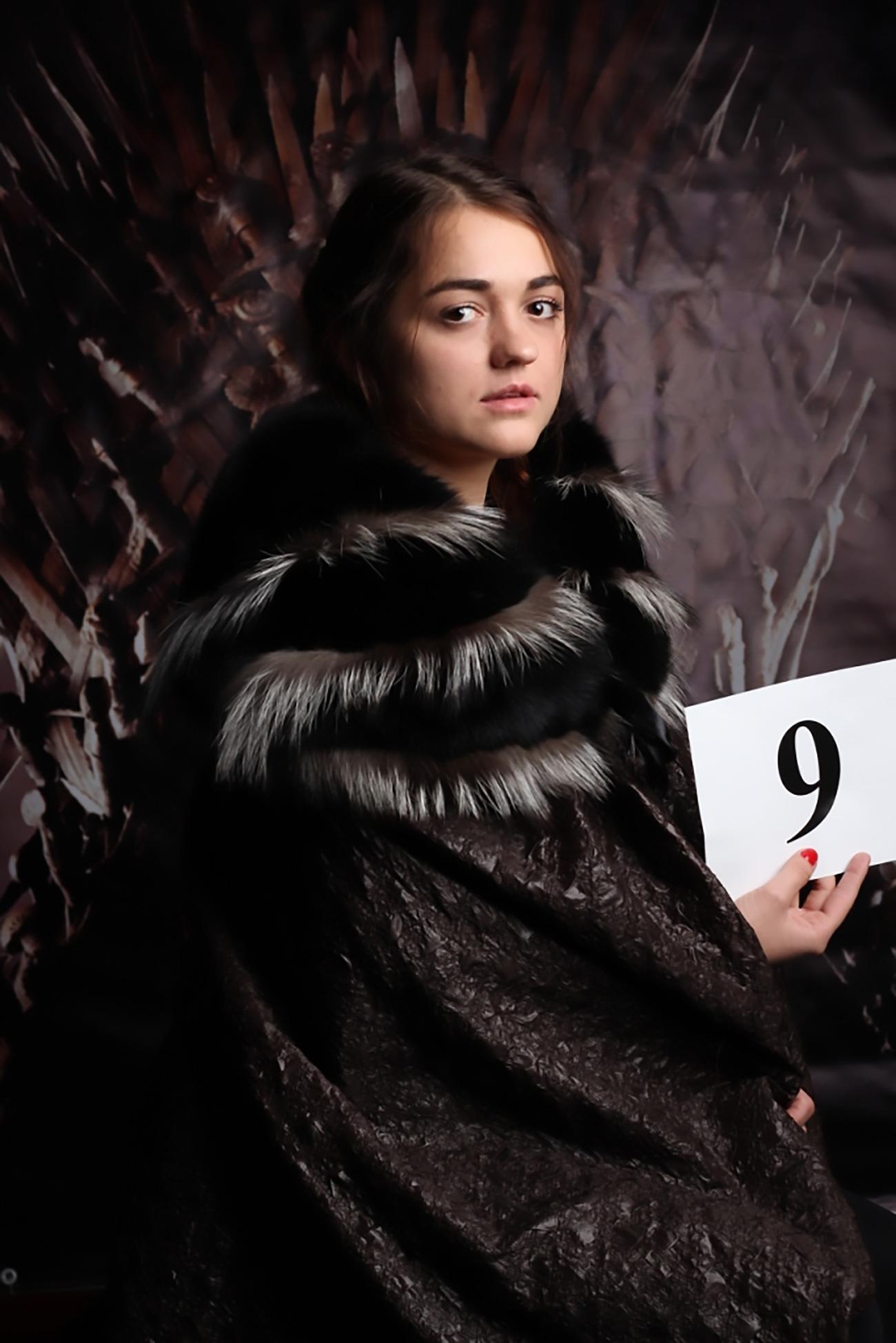 """""""Arya Stark"""" de Novosibirsk (Foto: REN TV)"""