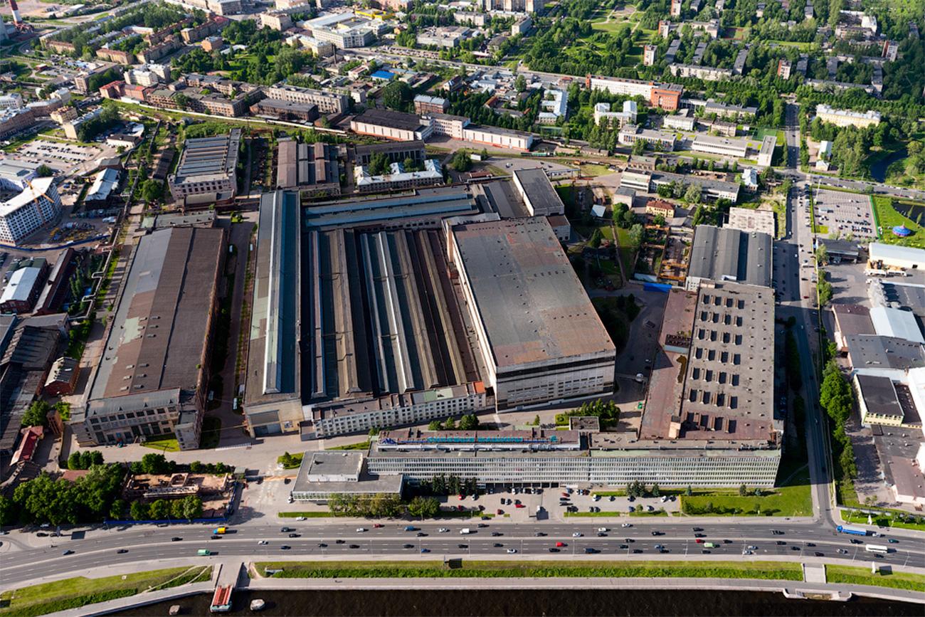 L'usine couvre une surface de plus de 190 hectares et chaque centimètre carré est utilisé pour la fabrication de roues, de turbines et d'autres pièces pour les futures centrales.