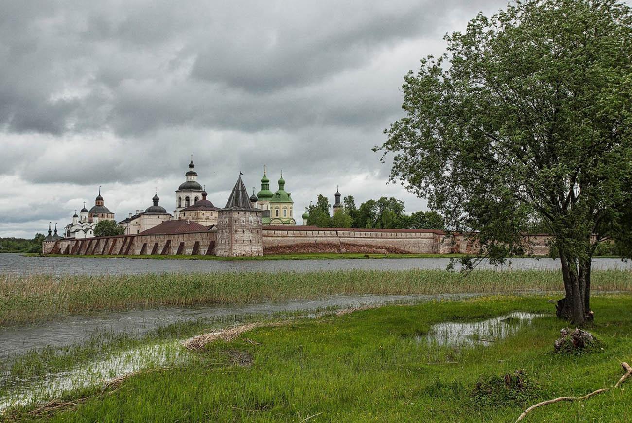 Cirilo-Beloozerski samostan je največji v Rusiji in Evropi.