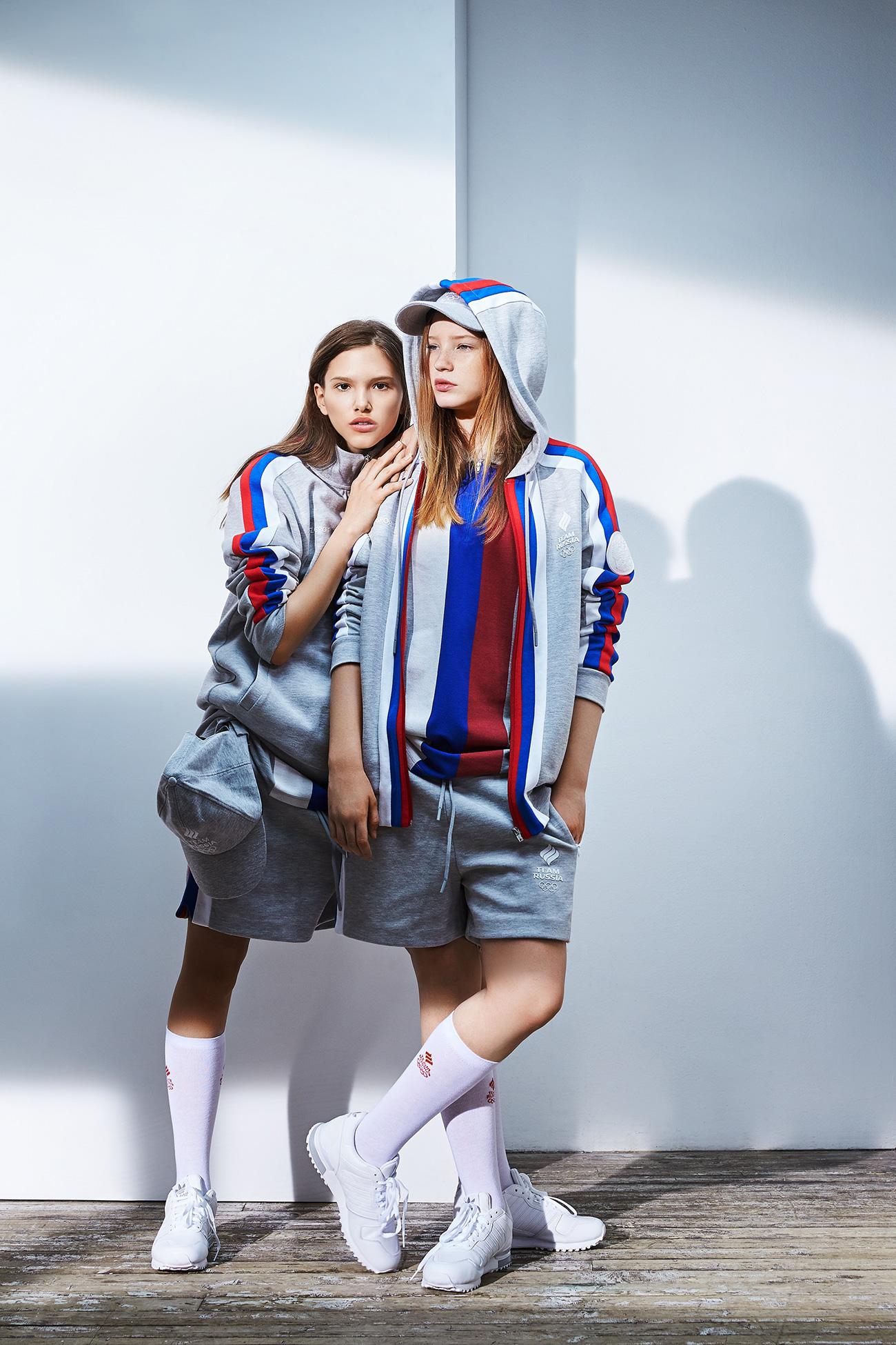 O  'cinza urbano' é usado como cor de base para muitas roupas, embora o branco, o vermelho e o azul (da bandeira russa) também tenham destaque nas peças.