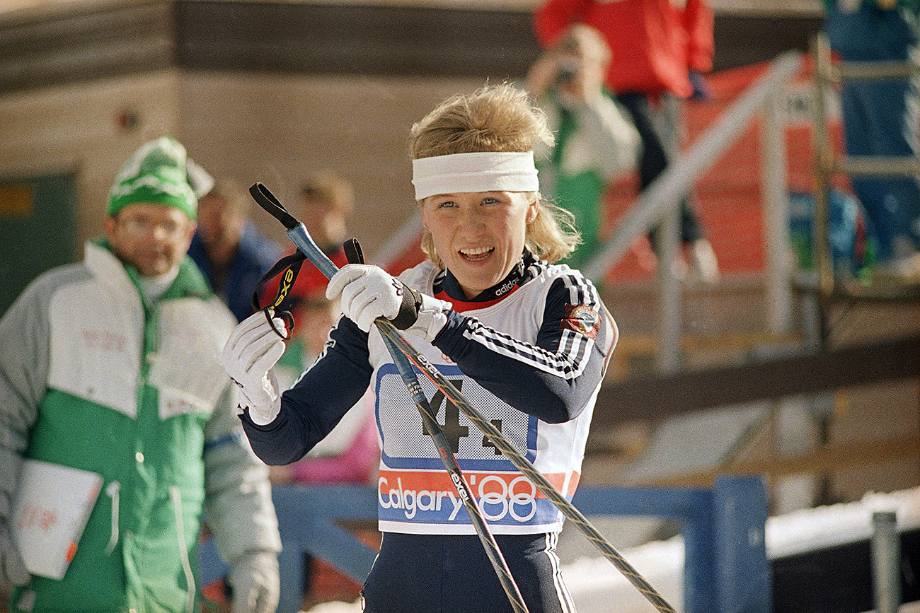 Anfisa Reztsova of the Soviet Union wins the gold medal for her team in Olympic women's cross country 4x5 km relay race, Feb. 21, 1988 in Canmore, Alberta. / AP