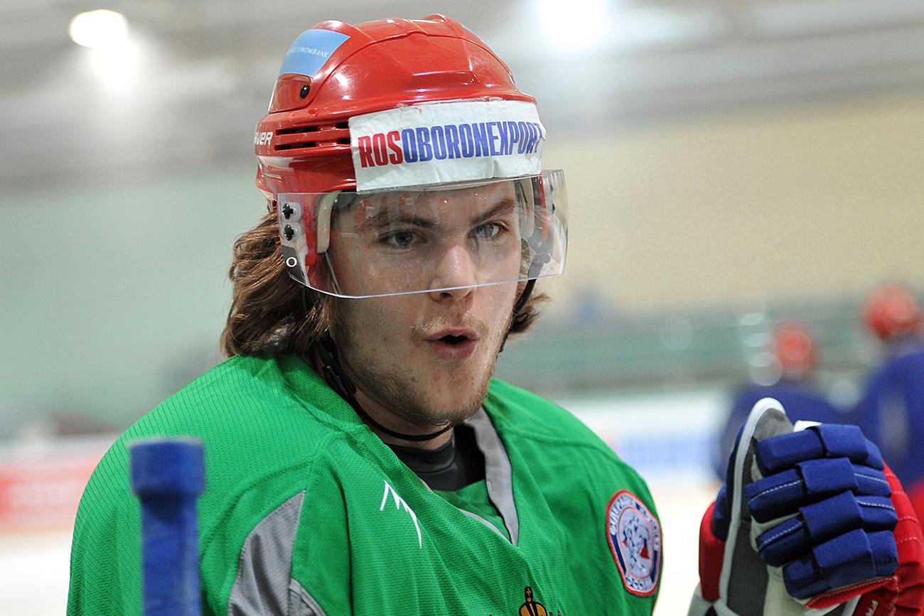 Russian national hockey team player Viktor Tikhonov at the team's training session ahead of Karjala Tournament, part of the Euro Hockey Tour. / Alexey Kudenko/RIA Novosti
