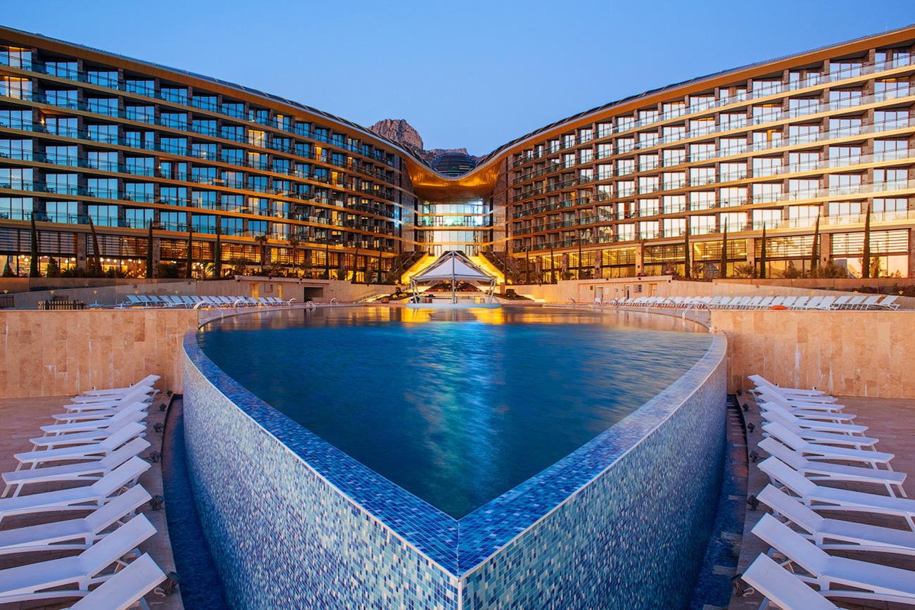 Premium class hotel complex in Crimea, by Norman Foster\n