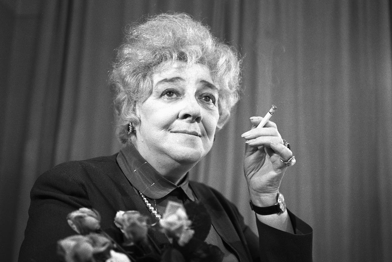 """Ranevskaia dizia que """"otimismo é falta de informação"""". O humor cortante foi sua marca registrada."""