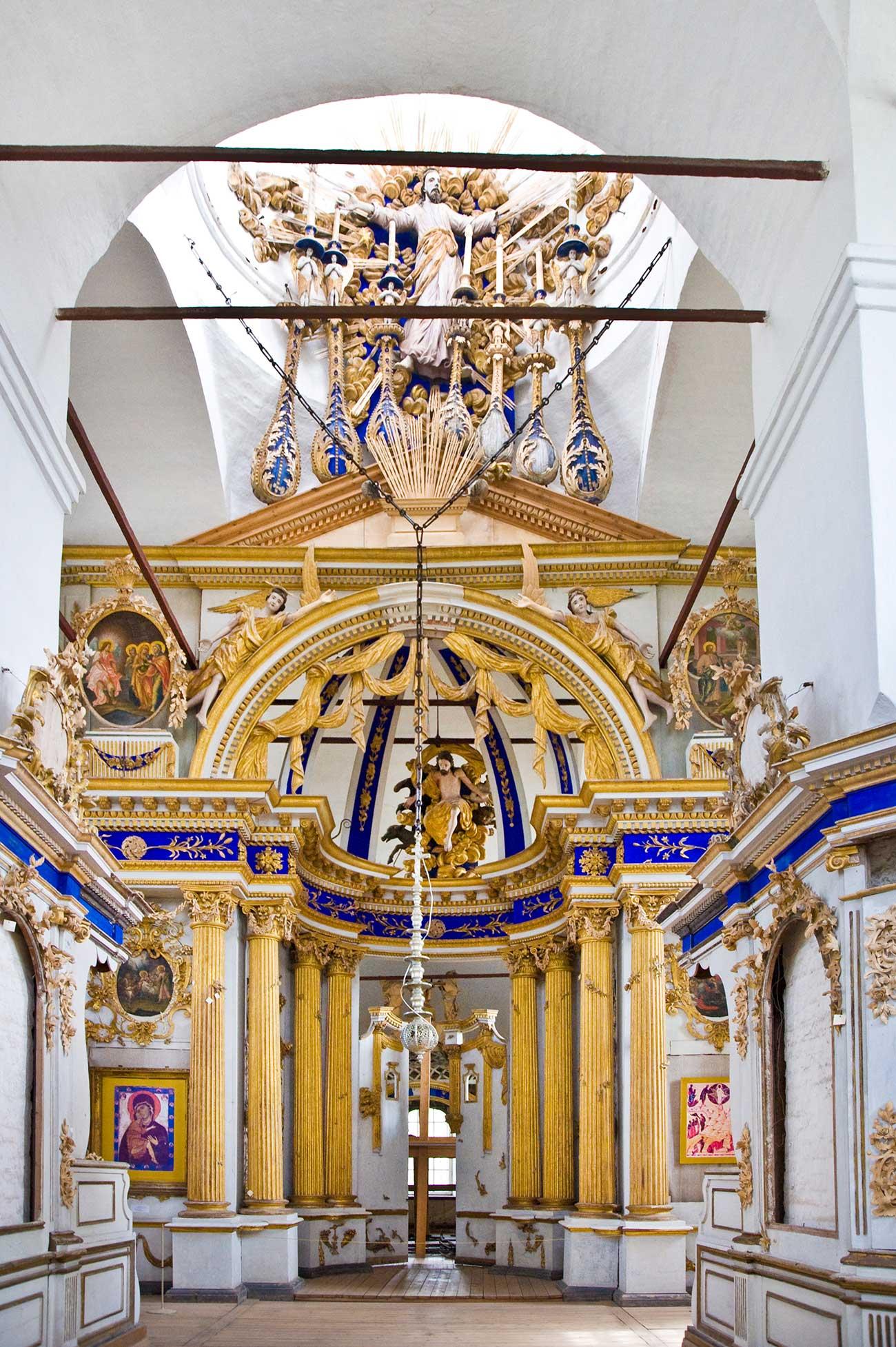 Cattedrale della Trasfigurazione di Belozersk: i resti della Porta reale, agosto 2009. Fonte: William Brumfield