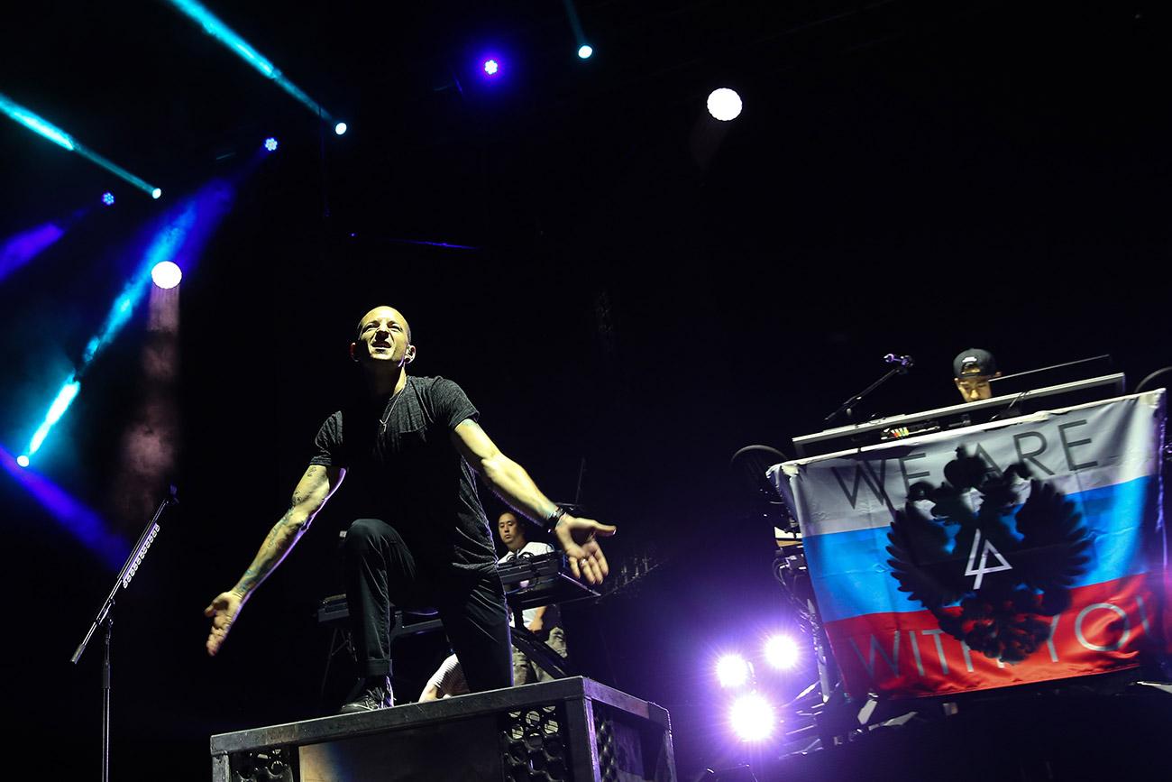 Linkin Park's lead singer Chester Bennington performs at Moscow's Olympiysky Sports Complex. / Anton Novoderezhkin/TASS