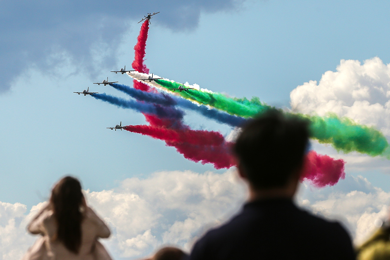 Visitors enjoy an air show at the MAKS-2017 International Aviation and Space Salon in Zhukovsky, Moscow Region.