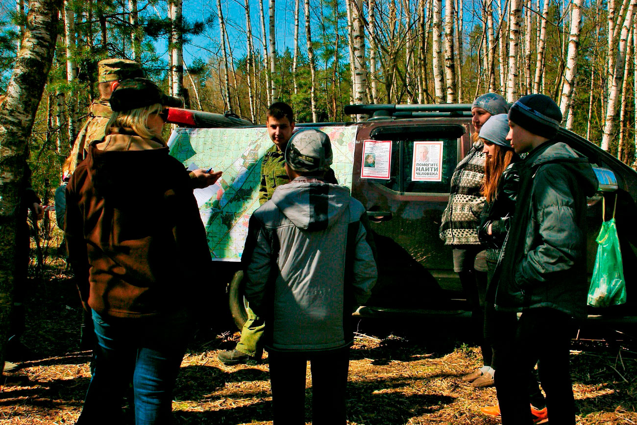 捜索部隊「リザ・アラート」のボランティア達=写真提供:「リザ・アラート」