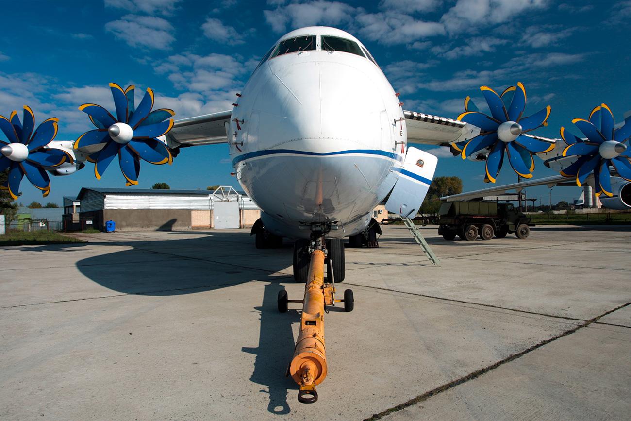 An-70、 航空宇宙サロン「アヴィアスヴィットXXI」にて=マリーナ・リシツェワ/タス通信