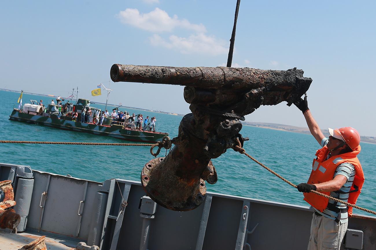 76 mm protiletalski top, najden na dnu Črnega morja.