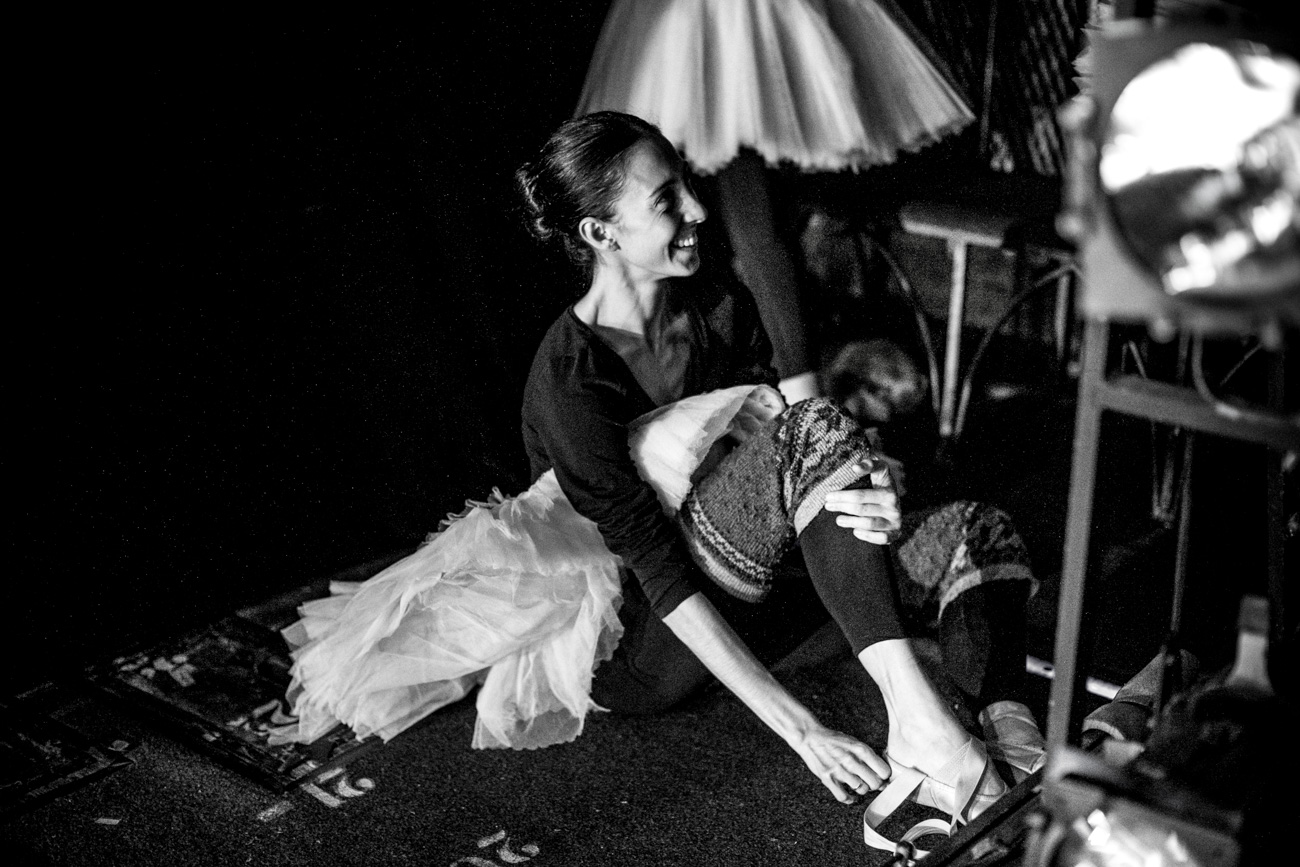 Mikhailovsky Theater opens its curtain for photographers so that they can catch the rehearsal.