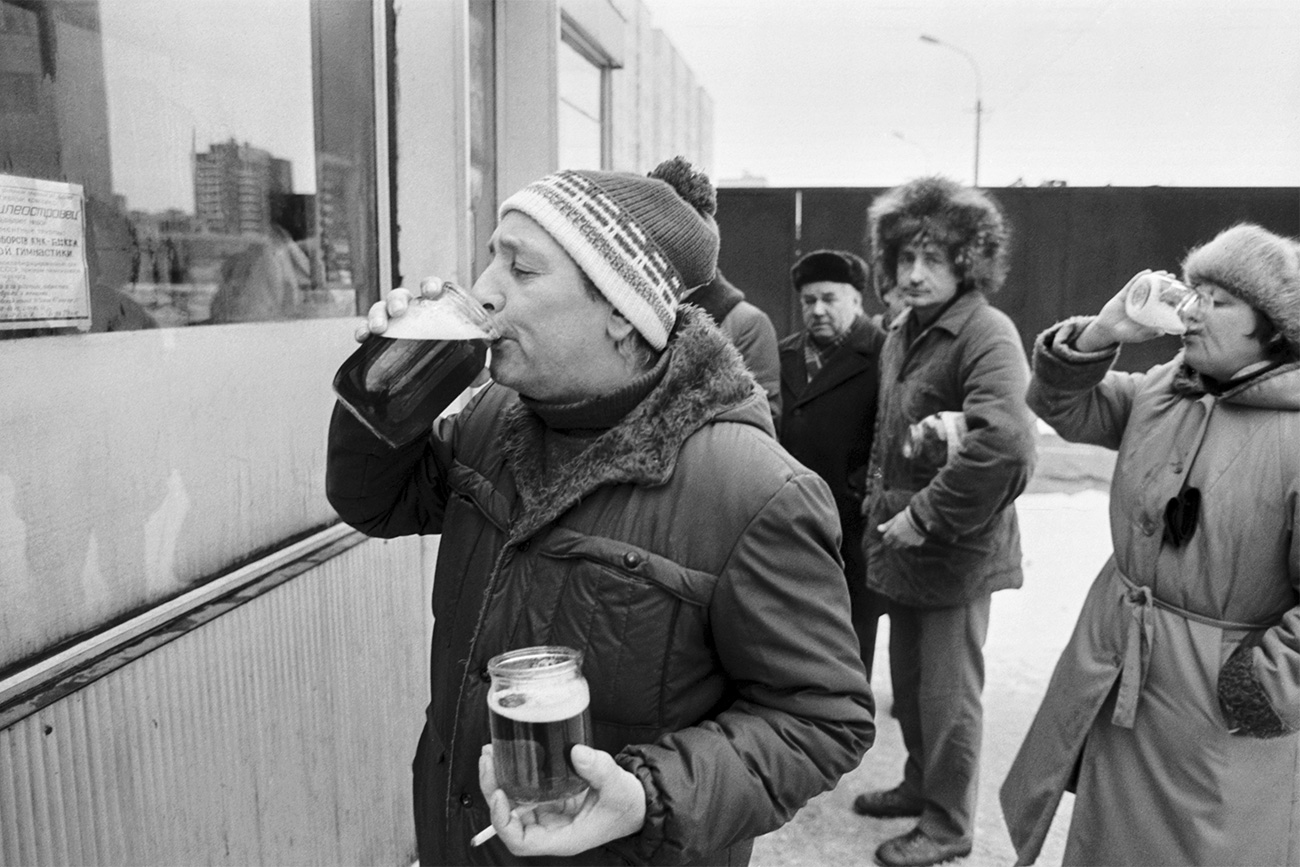SAINT-PETERSBURG, RUSSIA. January 1, 1992. Drunkards at a beer stand.