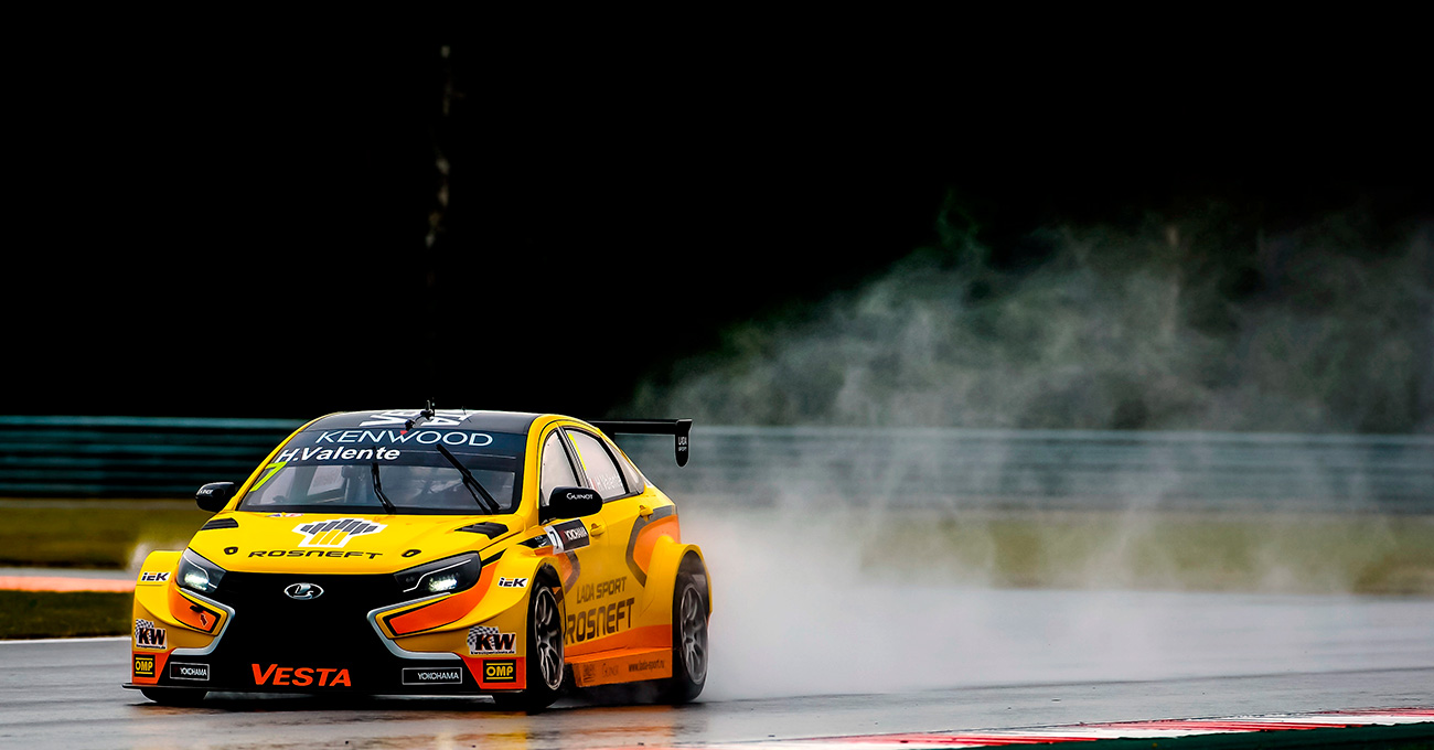 Lada Sport Rosneft racer Hugo Valente takes part in a FIA WTCC Round 4 qualification race at the Moscow Raceway track in the Volokolamsky District of the Moscow Region. 11.06.2016