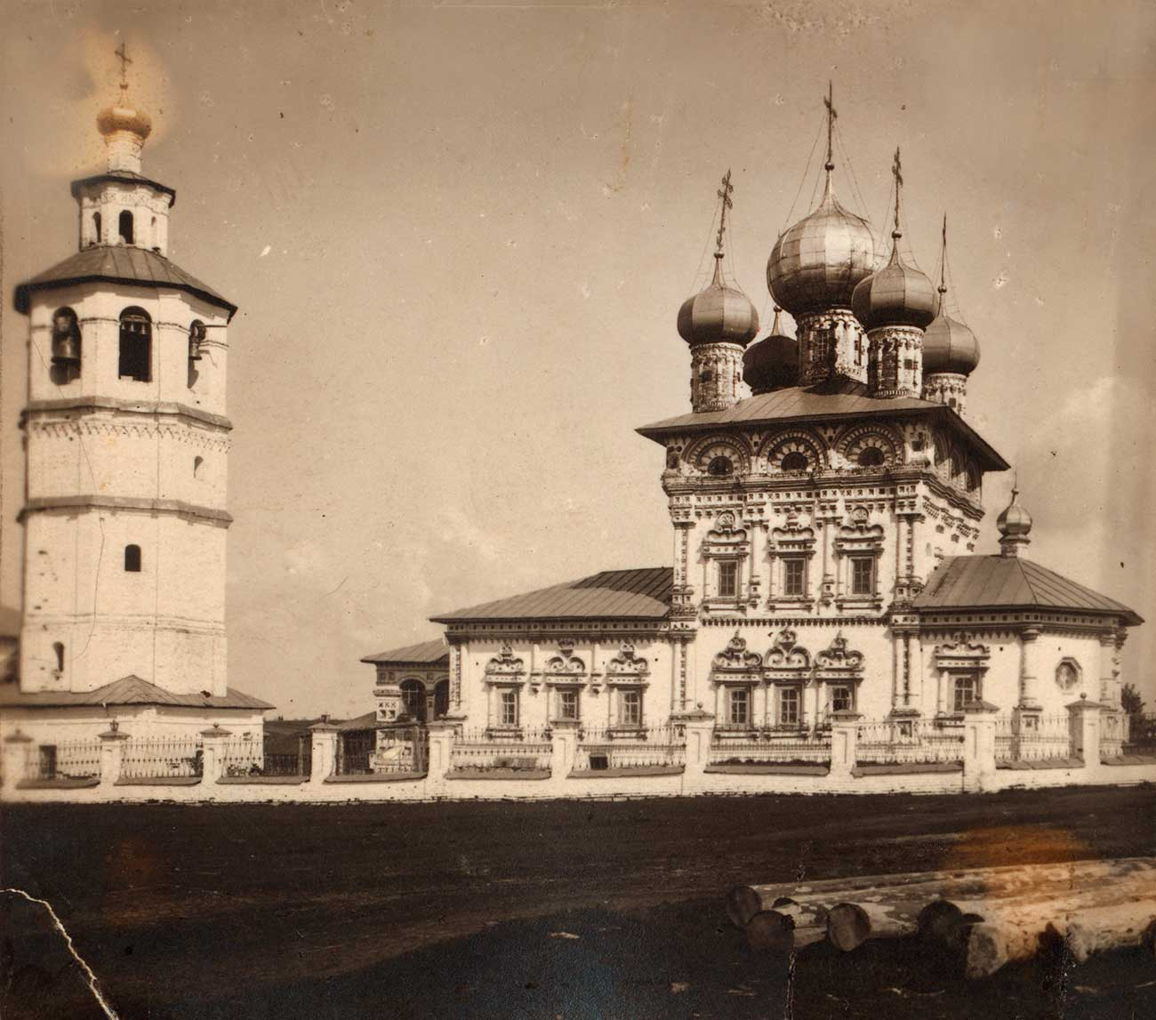 Church of St. Nicholas & bell tower, south view. Photo: 1913 / Sergei Prokudin-Gorsky