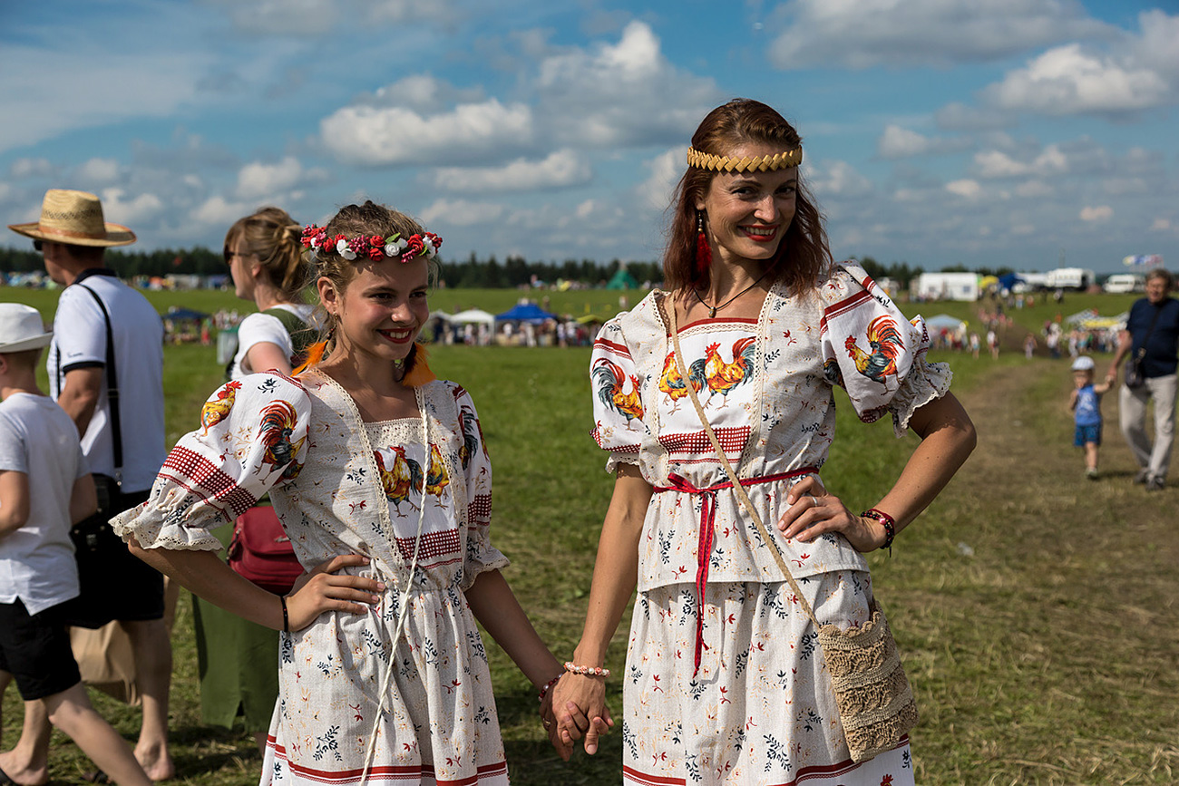 Cherdyn. Ragazze in costume tradizionale al festival Cuore di Permia, che si è tenuto dal 2006 al 2009. Fonte: Oleg Vorobjov