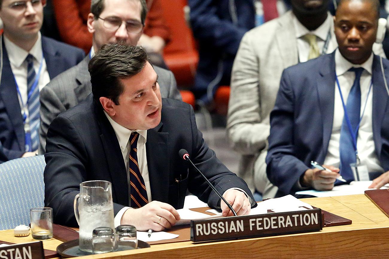 El embajador adjunto de Rusia ante la ONU Vladímir Safrónkov en la reunión del Consejo de Seguridad en Nueva York, el 12 de abril de 2017.