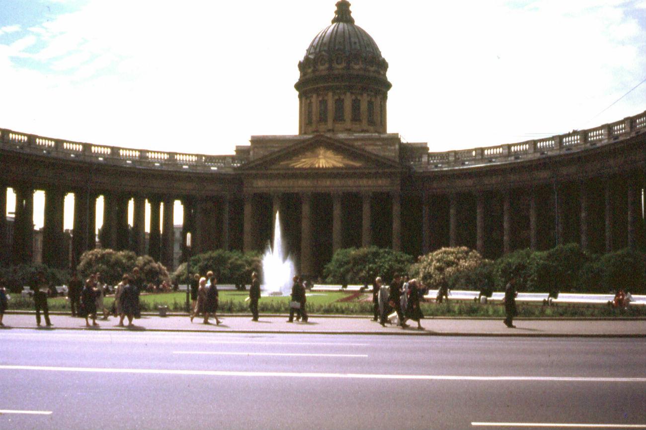 Catedral de Kazán en la avenida Névski en Leningrado (San Petersburgo), 1973. Fuente: Gouwenaar