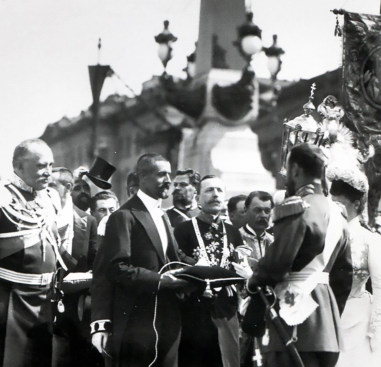 St. Petersburg head P. Lelyanov gives the Emperor Nicholas II a button to raise the drawbridge on the bridge opening day, May 16, 1903 / Archive Photo