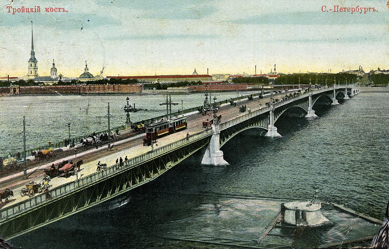 Троицкият мост в Санкт Петербург. Стара картичка.