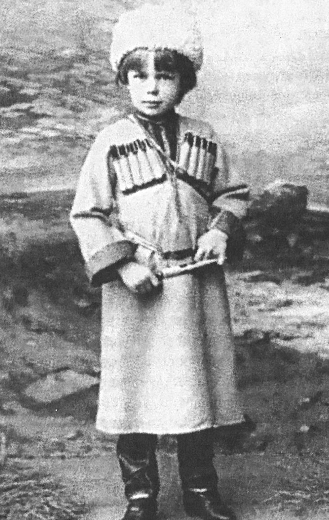 Роман фон Унгерн-Штернберг као дечак. Извор: Архив