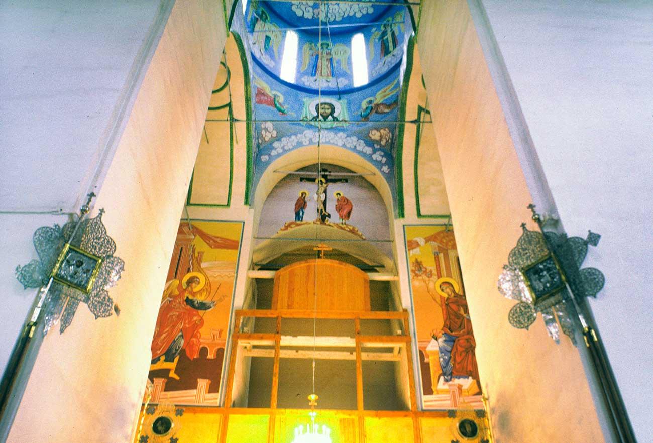 Gli interni della Cattedrale di Santa Sofia della Dormizione. Foto scattata nel settembre 1999. Fonte: William Brumfield