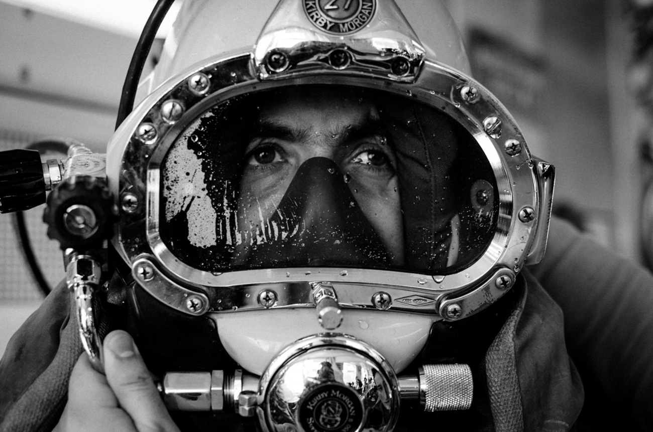 A frogman preparing for his immersion in the DOSAAF specialized sea school. / Artem Protsyuk