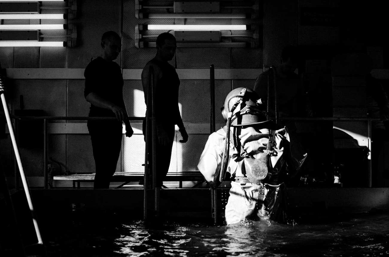A frogman steps out the basin after his training is finished. / Artem Protsyuk