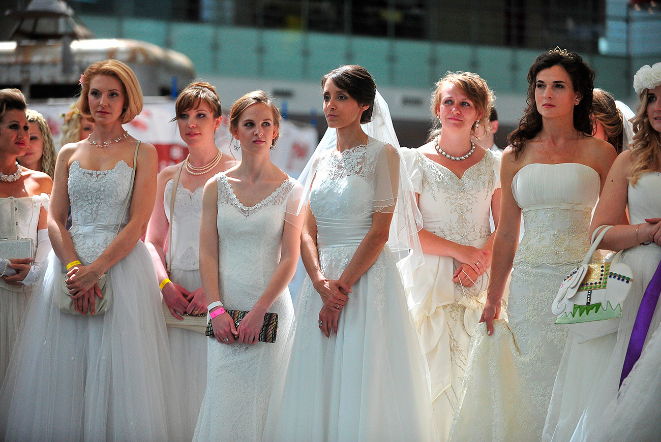 The bride parade in Moscow. / Sergei Kiselev /Moskva Agency