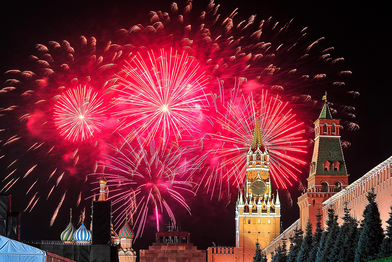 Fireworks will be launched from 13 sports in Moscow. / Sergei Kiselev/Moskva Agency