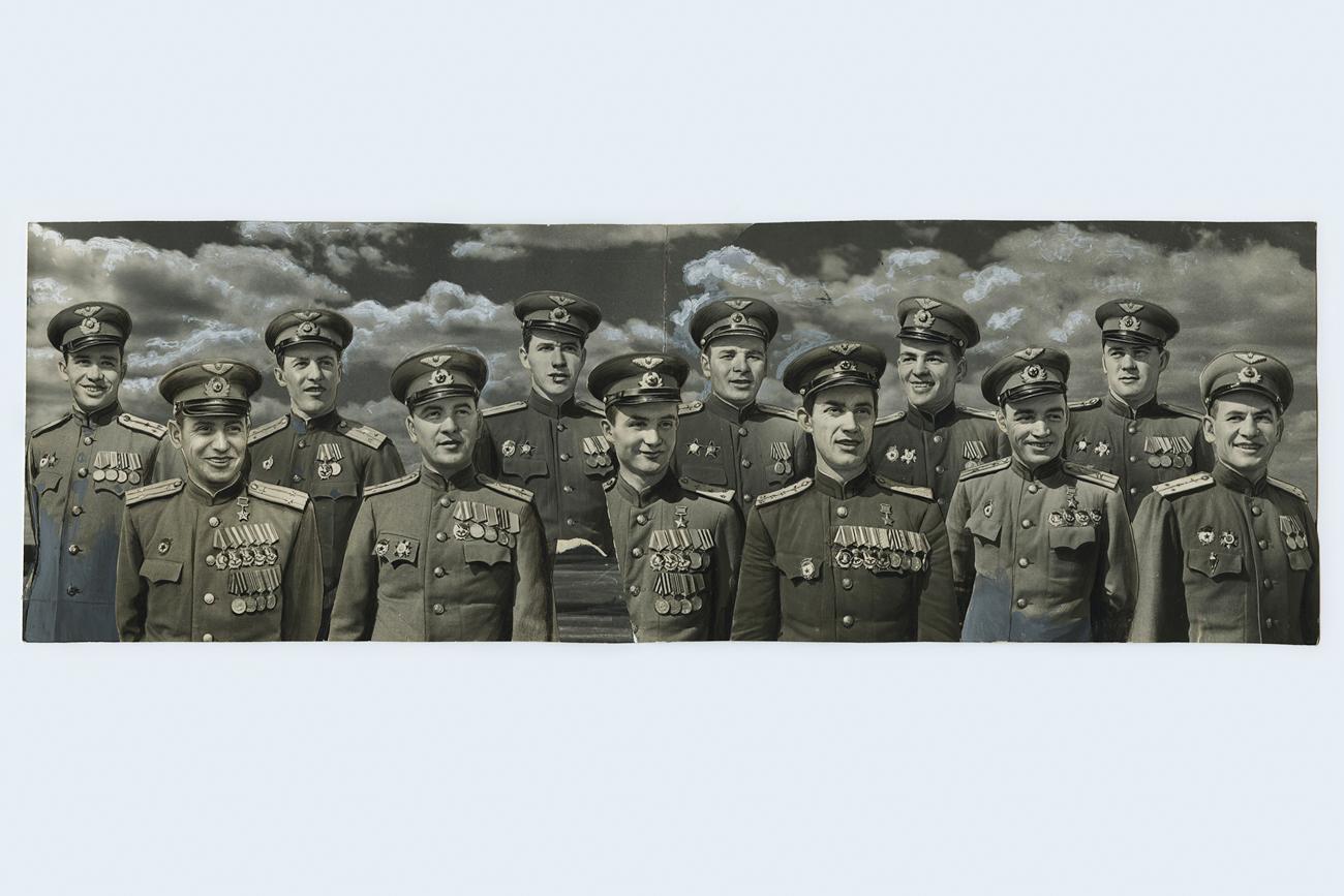 第二次世界大戦のできごとを写す写真の編集は、ソ連のプロパガンダの最も一般的な手段の一つである。