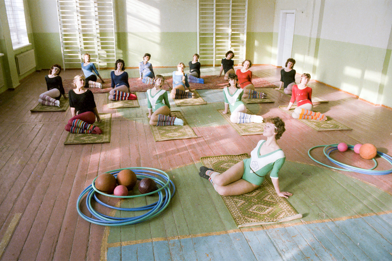 USSR. 1986. Rhythmic gymnastics classes in a village gym.