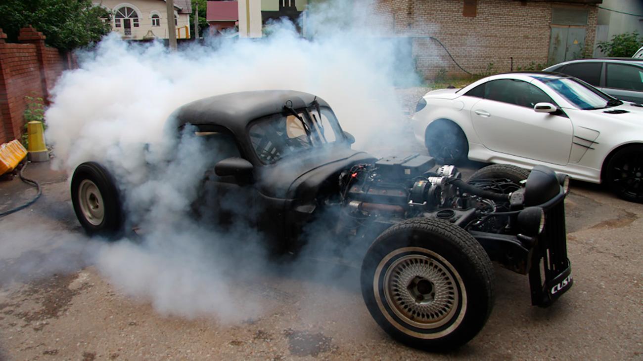 Želite li se osjećati kao gangster iz Chicaga u vrijeme prohibicije? Nije problem. Za tričavih 10 000 dolara možete kupiti auto na kojem bi vam pozavidio čak i Al Capone. Ruski dizajner s Urala napravio ga je od modela Chevrolet Caprice 5.0.