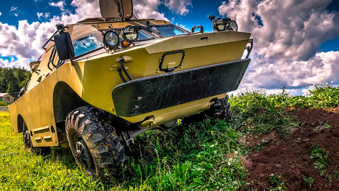 Ako ste u gradu vidjeli ovo blindirano patrolno vozilo BRDM-2, vjerojatno ste se zapitali kog vraga ono tu traži. Međutim, to više nije vojno vozilo. Sada je BRDM-2 putničko vozilo - ima novu instrument-ploču i novi volan, udobna sjedala i luksuznu kabinu, ali ta raskoš ima i svoju cijenu: 54 000 dolara.