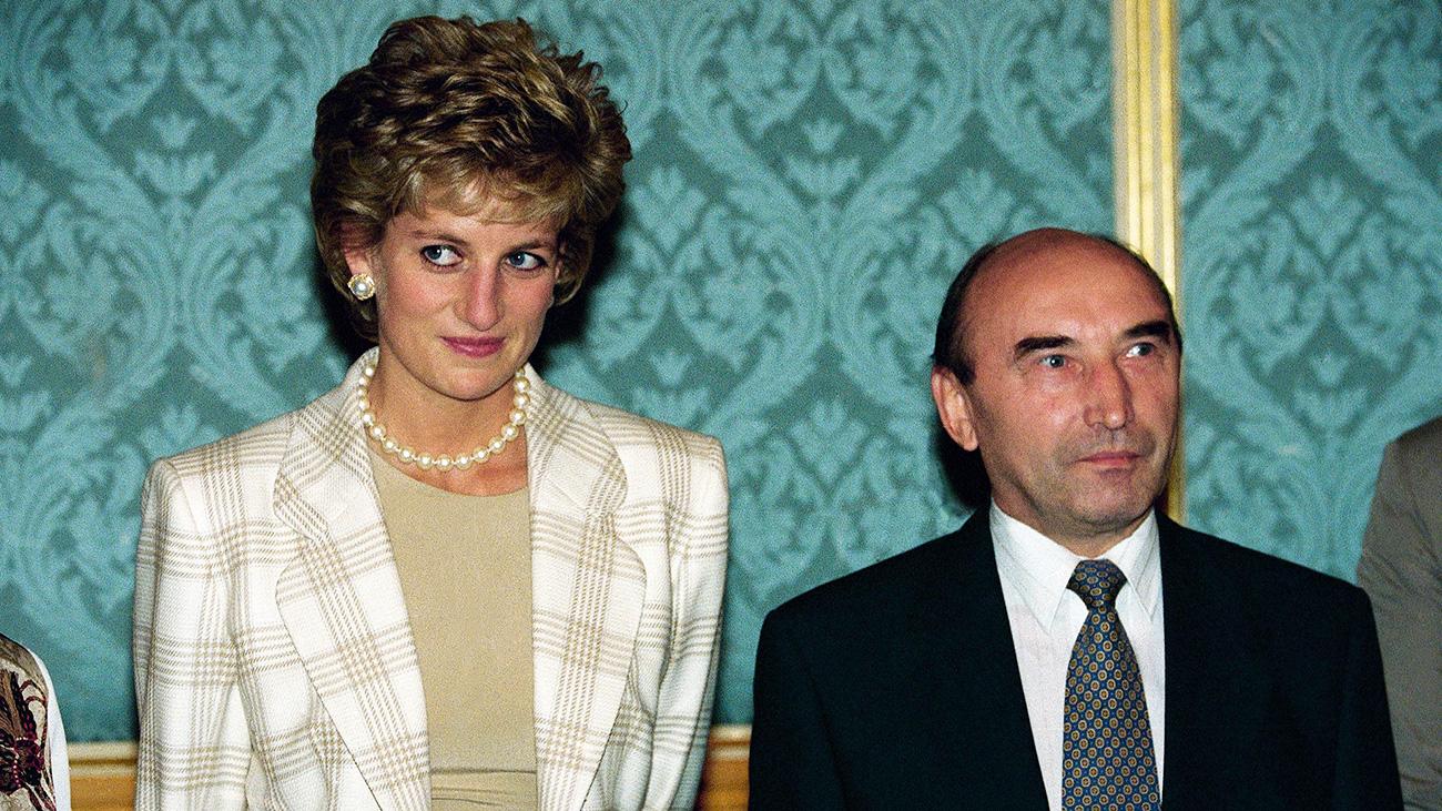 Diana atterrò il 15 giugno e dall'aeroporto si recò direttamente alla sede del Parlamento russo (noto anche come Casa Bianca) per incontrare i funzionari statali responsabili della politica sociale: il vice primo ministro Jurij Jarov e il ministro della Difesa sociale Liudmila Bezlepkina