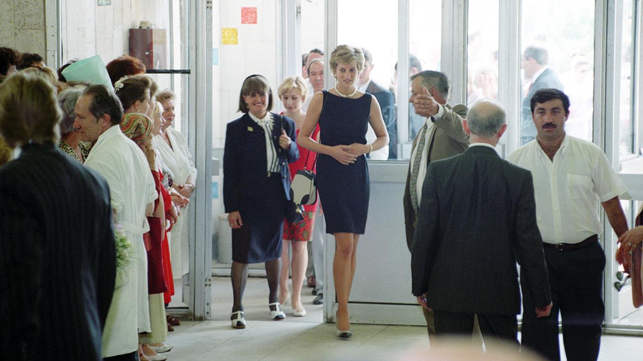 Il secondo giorno del suo viaggio, Diana visitò l'Ospedale dei Bambini sulla Tushinskaja, che aveva aiutato anche prima del suo arrivo a Mosca, come capo del Fondo di beneficenza dell'ospedale