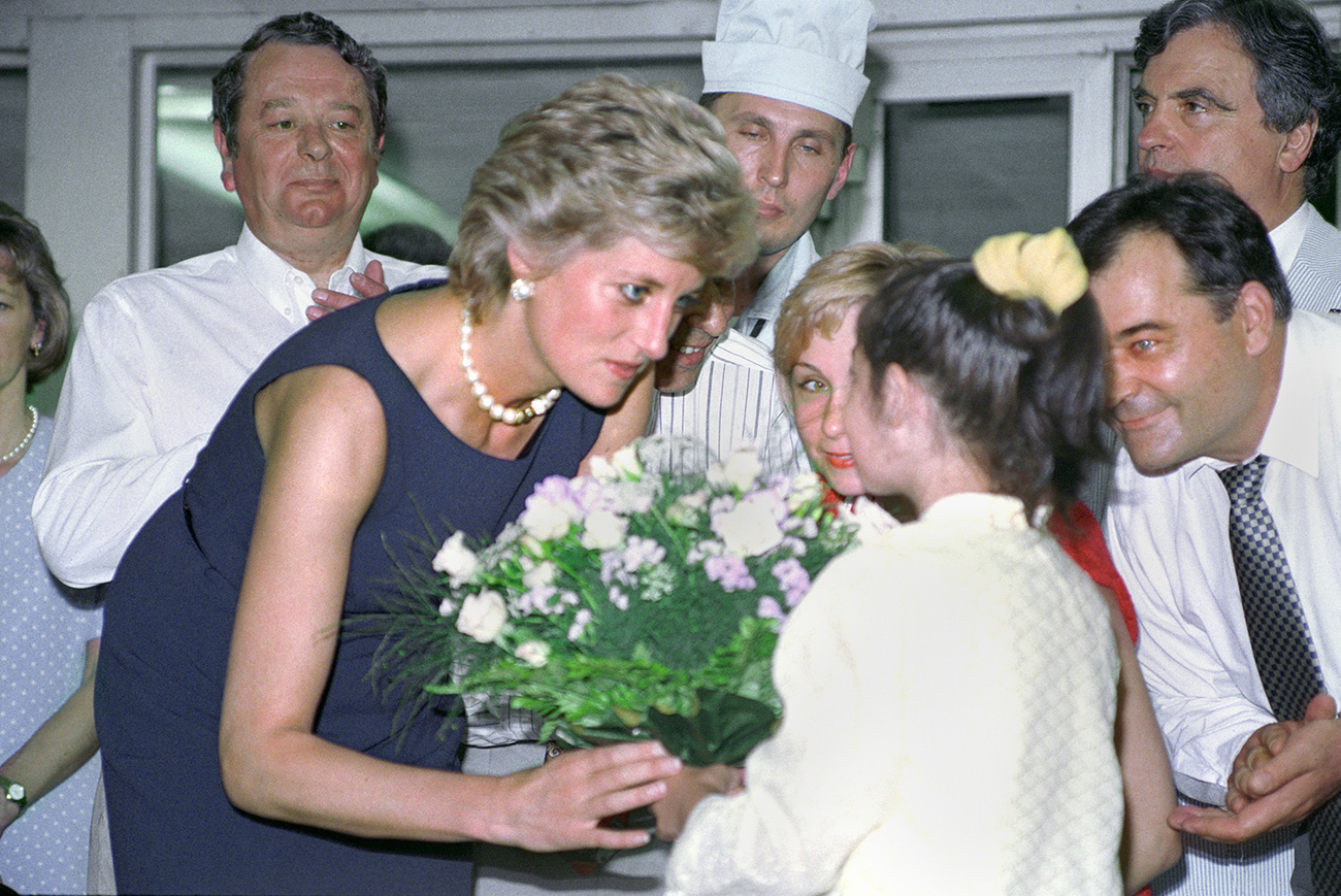 Принцесса Диана во время посещения Тушинской детской больницы.