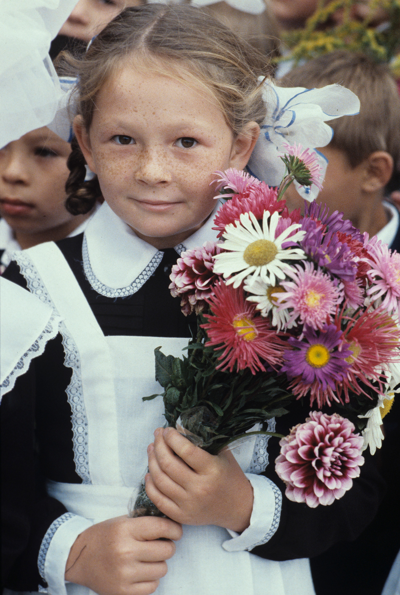 The school uniform was abolished in 1994, after the collapse of the USSR, as a relic of the Soviet past. However, in 2013 it was reintroduced as mandatory. But today the style, color and form vary greatly, and are regulated by each school independently.