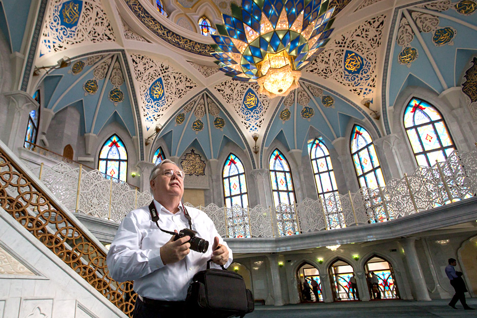 U.S. Ambassador to Russia John Tefft visited Kazan on June 24. He met with Fulbright Program students in the Kazan National Research Technological University and visited Kazan Kremlin.