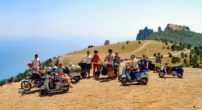 Да покараме ретро скутери по най-красивите ъгълчета на Крим ли? Сега това евъзможно.