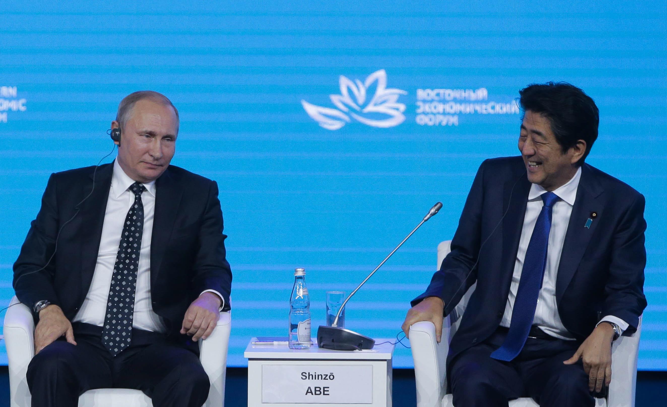 ロシアのプーチン大統領と日本の安倍首相=