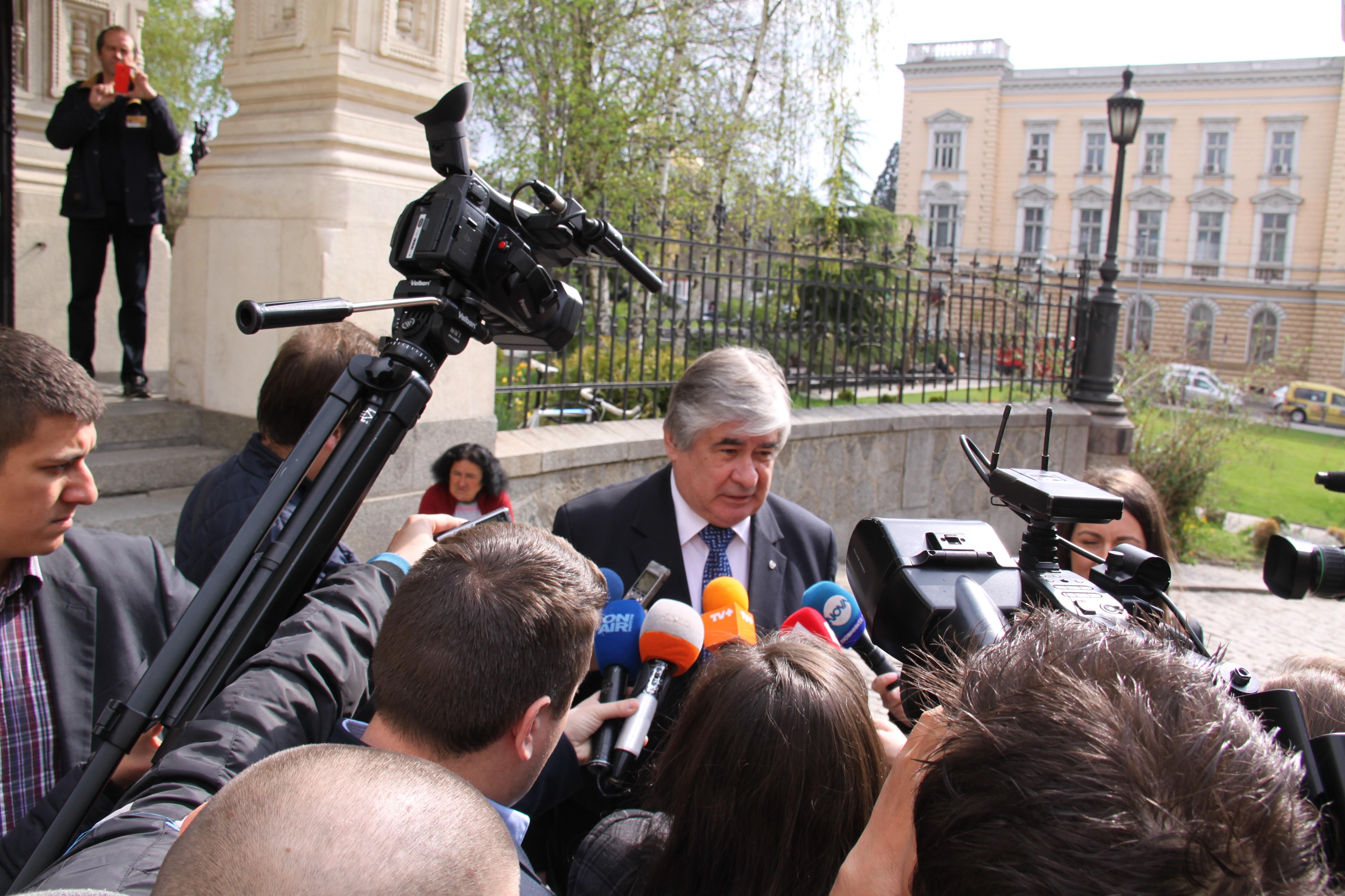 Посланикът на Русия в България н.пр. Анатолий Макаров пред Руската църква в София. Снимка: Десислава Бонева