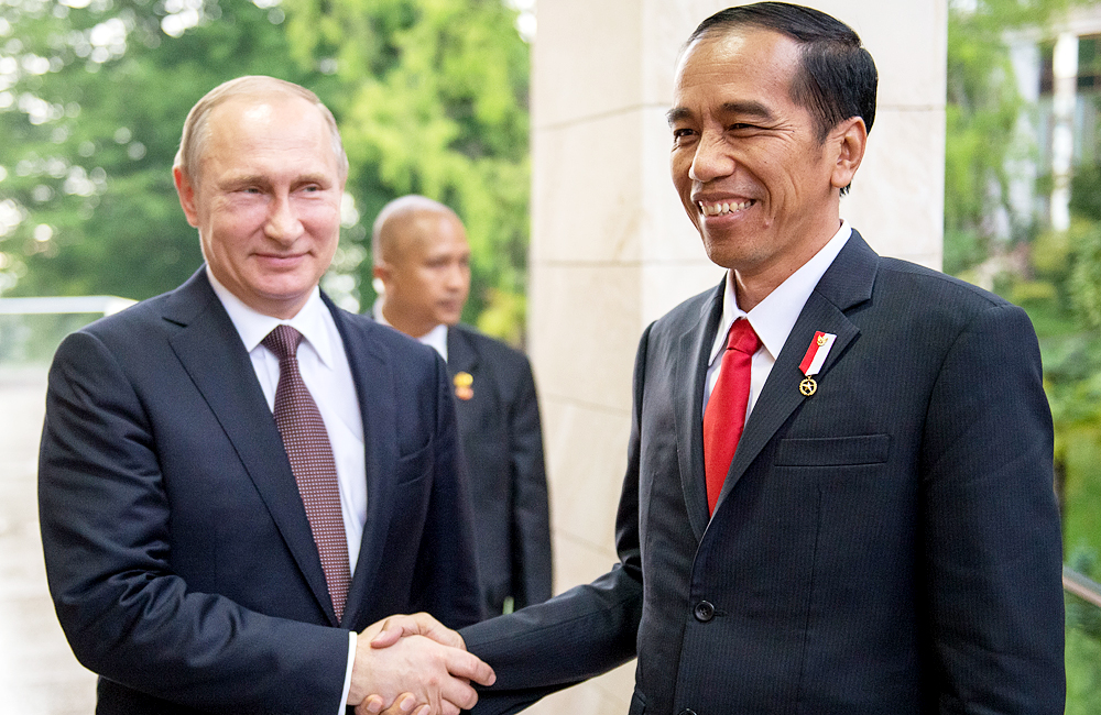 Vladimir Putin and Joko Widodo on a meeting in Sochi on May 18.