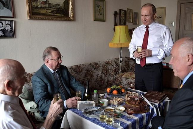 Putin and his colleagues during GDR years - Nikolai Tokarev, head of the oil pipeline company Transneft, and Sergey Chemezov, CEO of the Rostec state corporation - congratulate their former chief / Alexei Nikolsky / Press Service of the Russian President / TASS